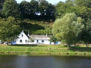 Riverside Cottage - sleeps 2 to 6 people, Pontrieux