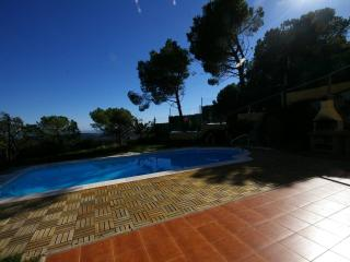 Nice villa on coast of Barcelona w. private pool, Arenys de Mar