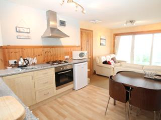 NR. PORTH BEACH - GREAT VALUE APARTMENT -SEA VIEWS, Newquay