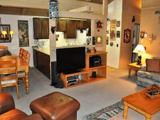 3 Bed/2 Bath Townhome, Internet Included, Excellent Complex, On Shuttle Route, Mammoth Lakes