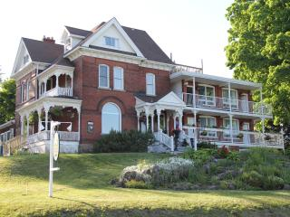 Niagara Grandview Manor Vacation Rental Home, Niagara Falls