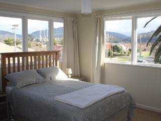 Light, modern, furnished apartment close to shops, Upper Hutt