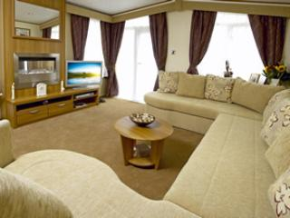 Spacious lounge area with 32' digital TV