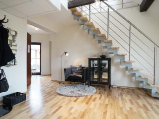 Royal Castle View 3-Bedroom Penthouse with Balcony, Krakow