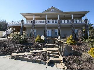 Paradise at Sorrento elegant mountain home, fantastic multiple mountain view, Blowing Rock