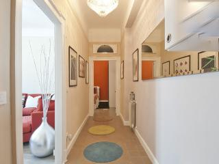 Stylish apt. 10m Centre / 20m EXPO - with Parking, Milán