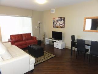 Heaven on Hollywood Boulevard 2 BR Furnished Apartment II, Los Ángeles