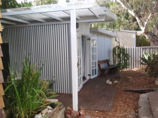 Self Contained Garden Studio within easy walking distance to everything, South Fremantle