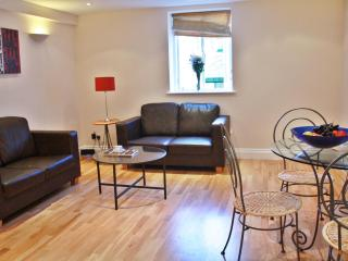 Urban Stay Beautiful & Modern City Flat AC8, London