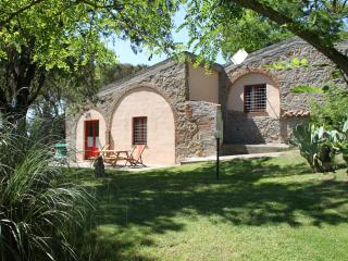 Lovely villa for 6/8 with pool on the Etruscan Coast in Tuscany, Montescudaio