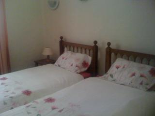 Smaller bedroom with single beds