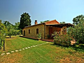 Adorable cottage with its own pool and garden in the peacful Tuscan countryside, Pomarance