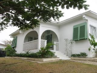 Beautiful 3 bedroom villa with pool, Holetown