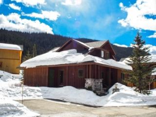 Fairway's Cabins and Cottages - Cabin 12, Sun Peaks
