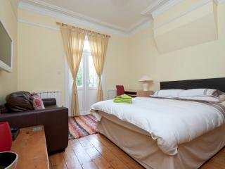 Edwardian Apt - Ealing Common, London