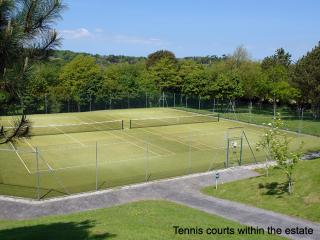 S56 - 8 The Ridges, Falmouth