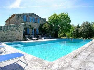 4 bedroom Luberon country house with pool and terrace, Apt