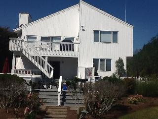 Waterfront Paradise for boaters & family reunions!, Hampton Bays