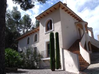 Beautiful Villa near Sitges, Spain, Sleeps 10. Chi, Olivella