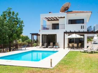 Spacious and comfortable with stunning sea views ., Mazotos
