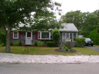 ALL AMENITIES IN LOVELY CAPE COD HOME, Dennis Port