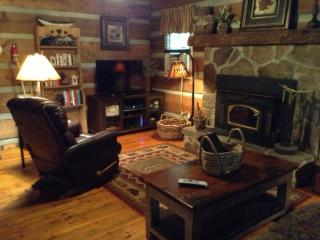 Private Log Cabin/waterfall/ king/queen beds, Cashiers