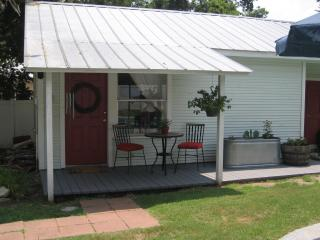 Cottage with Private Pool in Historic Downtown, Smithville