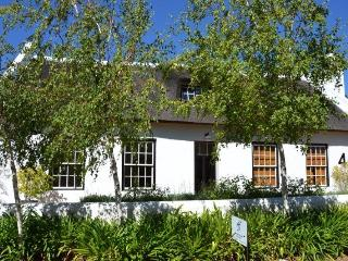 Luxury thatched cottage & pool, Franschhoek