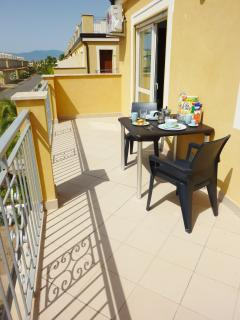Private balcony with table & chairs.