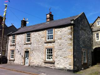 A light, spacious holiday home in Youlgreave