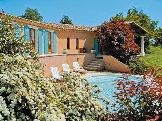 Villa Joanna: 3 bedroom house just outside village of Roussillon with stunning views of the Luberon mountains, Apt