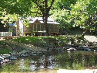 Creekside rental cabin in North GA mountains, Chatsworth