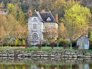 The Riverside House, Cublac