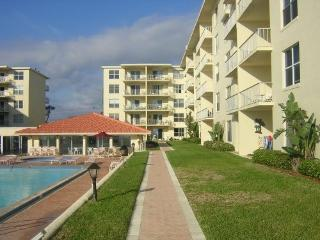 Beautiful Ocean Front Condo on non-drive beach, New Smyrna Beach