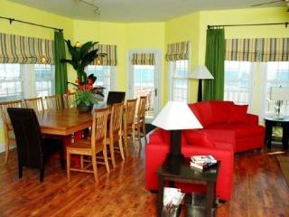 Upscale, Direct Oceanfront, Pool Hot tub, elevator, North Topsail Beach
