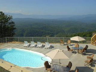 Mountain top cabin with private heated pool, Sevierville