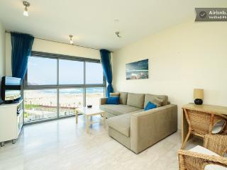 *Okeanos Ba'marina view 1 Bedroom Suite Apartment*, Herzlia