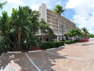 Fort Myers Beach, Carlos Pointe Gulf Front Condo