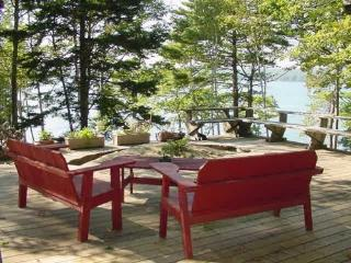 Secluded, waterfront deckhouse with panoramic view, Brunswick