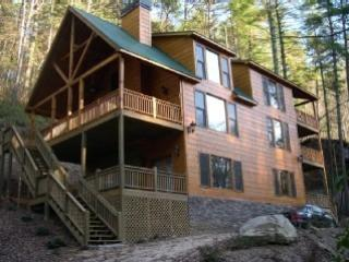 Whitewater River Cabin- Hot Tub-Take a Break and R, Ellijay