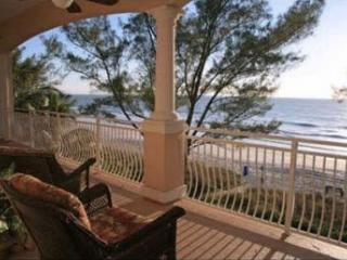 Luxury Beachfront Penthouse on Sunset Beach!, Treasure Island
