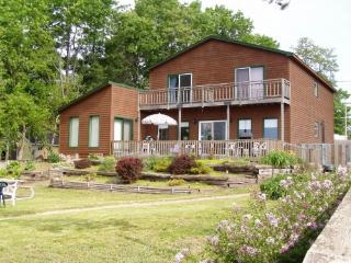 Wisconsin Dells Home on Lake Delton, Private Beach