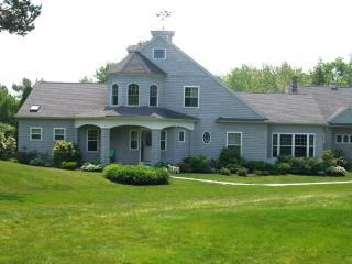 Gorgeous Home with access rights to private beach, Kennebunkport