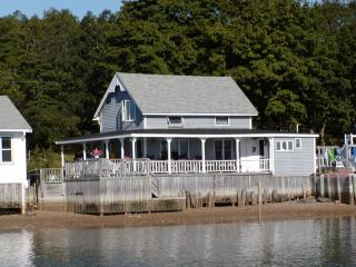Waterfront 3 Bedroom Victorian Cottage, Onset