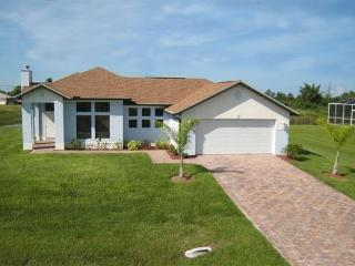 Luxury Courtyard Home with Pool directly on Lake, Lehigh Acres