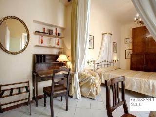 Minutes from the monumets, newly renovated studio apartment in Florence's historical centre