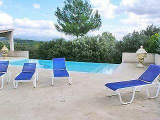 Joucas: Attractive Provencal house with pool and amazing views of Luberon National Park, Apt