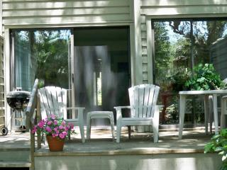Across from pool, walk to beach, GREAT location!!, Hilton Head