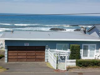 Ocean front cottage with wondrful views, Lincoln City