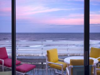 180 Degrees Oceanfront View!!! Top Floor End Unit!, Carolina Beach